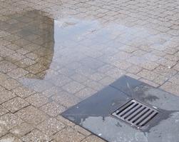 Wasseransammlung Abfluss